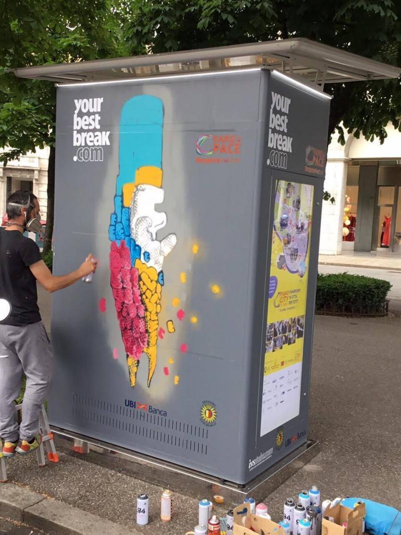 distributore automatico artista di strada